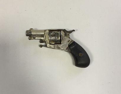Petit revolver type Bulldog six coups, calibre...
