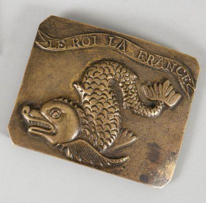 Plaque du régiment du Dauphiné, en laiton...