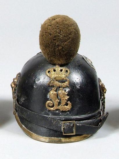 Casque à chenille modèle 1868 de Chasseurs Bavarois. Chenille en laine verte. Bombe...