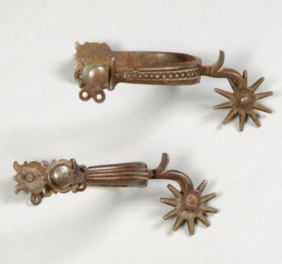 Très rare paire d'éperons anciens en fer...