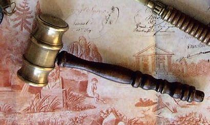 Maillet ayant la tête en bronze et le manche...