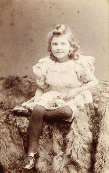 Enfants, c. 1880-1900. 37 cartes de visite,...