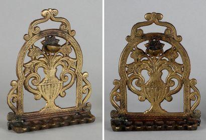 LAMPE DE HANOUCCA - Bronze doré. Travail...