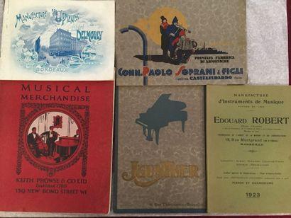 [MUSIQUE]. Ensemble de 5 catalogues : - DELMOULY....