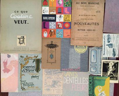 [MODE]. Bel ensemble de 14 brochures et catalogues...