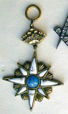 Médaille de loge en métal doré et émail,...