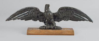 Grande aigle de parement aux ailes déployées....