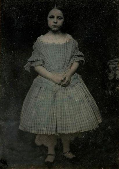 Photographe non identifié  Fillette, c. 1860....