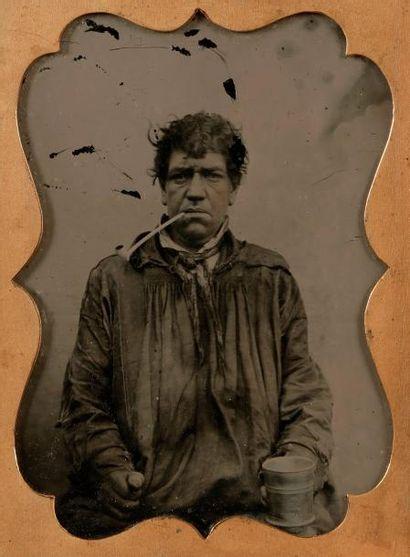 Photographe non identifié  Homme à la pipe,...