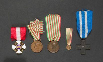 ITALIE Cinq médailles : - Étoile de chevalier...
