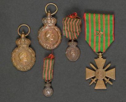 FRANCE Ensemble comprenant cinq médailles...