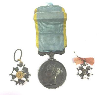 FRANCE Trois décorations : - Médaille de...