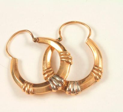Paire de boucles d'oreilles créoles en or...