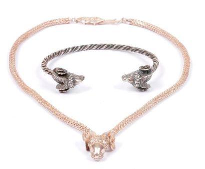 Lot en argent comprenant : un collier souple,...