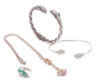 Lot en argent comprenant : un bracelet torsadé...