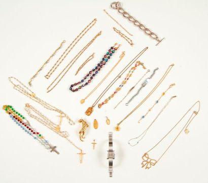 Lot de bijoux fantaisie comprenant : 8 colliers,...