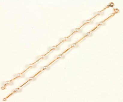 Suite de deux bracelet en or 18K (750 ‰),...