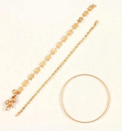 Lot de trois bijoux en or 9K (375 ‰) et 14K...