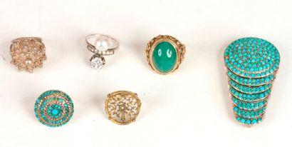 Suite de bijoux en argent comprenant : une...