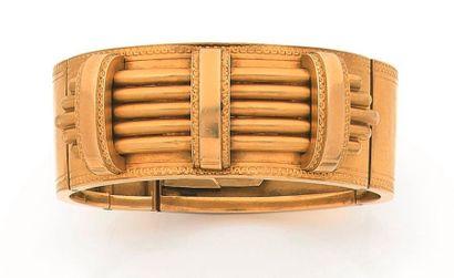 Large bracelet articulé antiquisant en or...