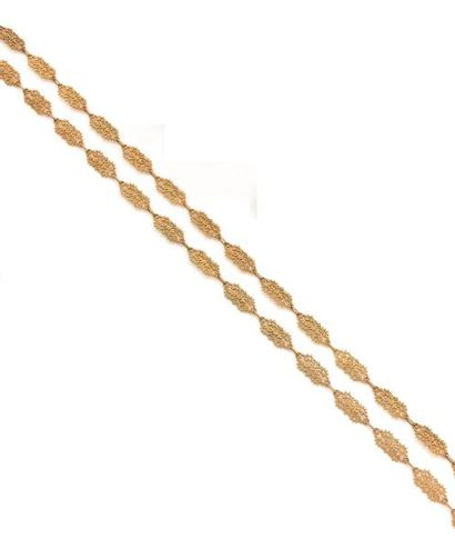 Long collier en or 18K (750 ‰), articulé...