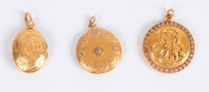 Suite de trois bijoux en or 18K (750 ‰) et...