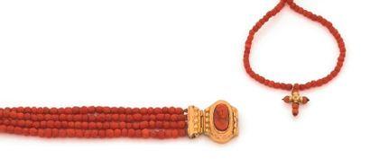 Bracelet de 4 rangs de billes de corail facetté,...