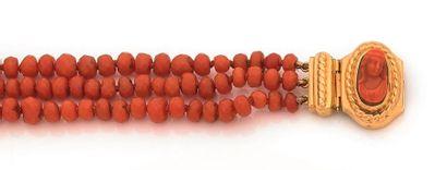 Bracelet de trois rangs de perles facettées...