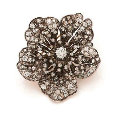 Broche fleur d'églantine en argent, entièrement...