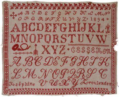 Abécédaire brodé en coton rouge et brodé...