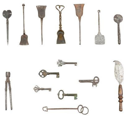 Lot comprenant cinq pelles à couvot (métal...