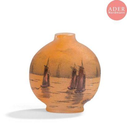DAUM Nancy Voiliers Vase miniature lenticulaire....