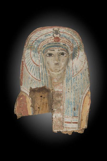 Masque de sarcophage coiffé de la perruque...