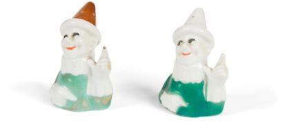 [Sacha GUITRY] 2 salerons, [vers 1911] Porcelaine,...