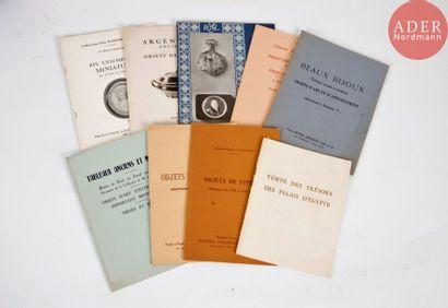 OBJETS DE VITRINE Bel ensemble de neuf catalogues...
