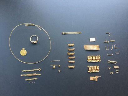 Lot d'or dont : - un collier torque + une...