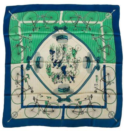 Carré HERMÈS, Cyclisme, fond beige et vert,...