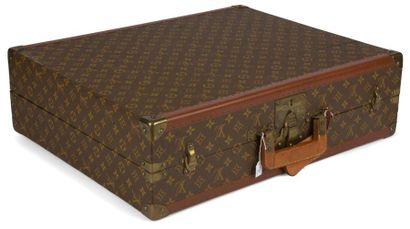 Louis Vuitton Valise en cuir et toile monogrammée....