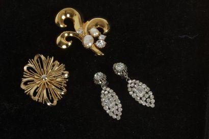 Ensemble de bijoux composé de : - Carolée....