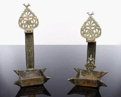 LAMPE DE SHABBAT - Bronze et laiton gravé et ajouré. Modèle marocain typique, dit...