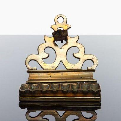 LAMPE DE HANOUCCA - Bronze ajouré à décor...