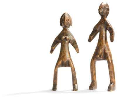 Une couple de statuettes aux yeux incrustés....