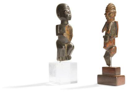 Un lot de deux anciennes statuettes «fétiches»....