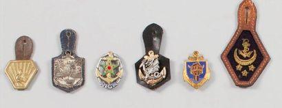 Cinq insignes deuxième guerre mondiale et troupes de Marine : Corps expéditionnaire...