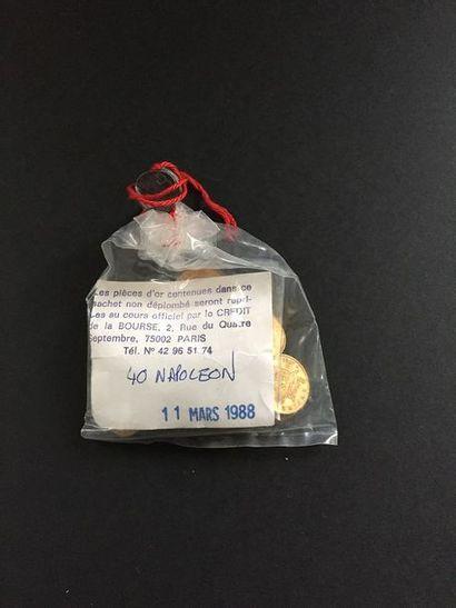 40 pièces de 20 Francs en or dans un sachet...