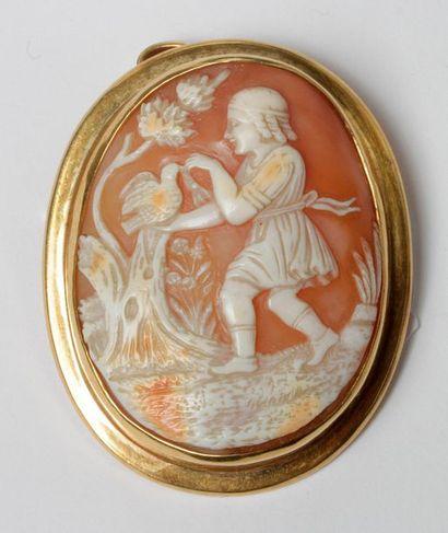 Broche-pendentif en or 18K (750), orné d'un...