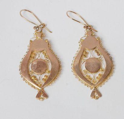 Paire de pendants d'oreilles en or 14K (585)...