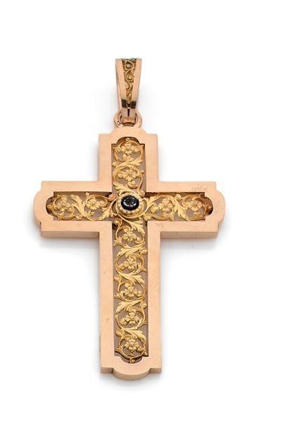 Croix-pendentif en or 18K (750), ajourée...