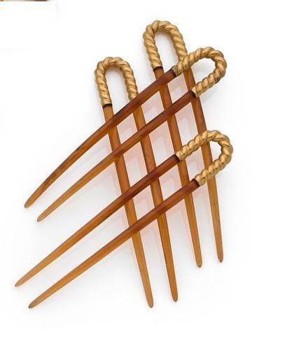 Suite de 4 épingles à cheveux en métal doré...