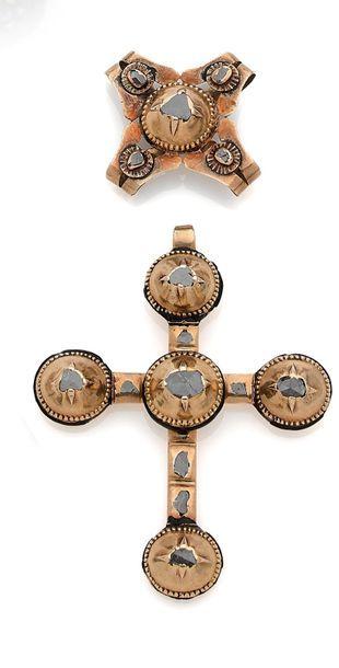 Croix capucine en or 18K (750), ornée de...